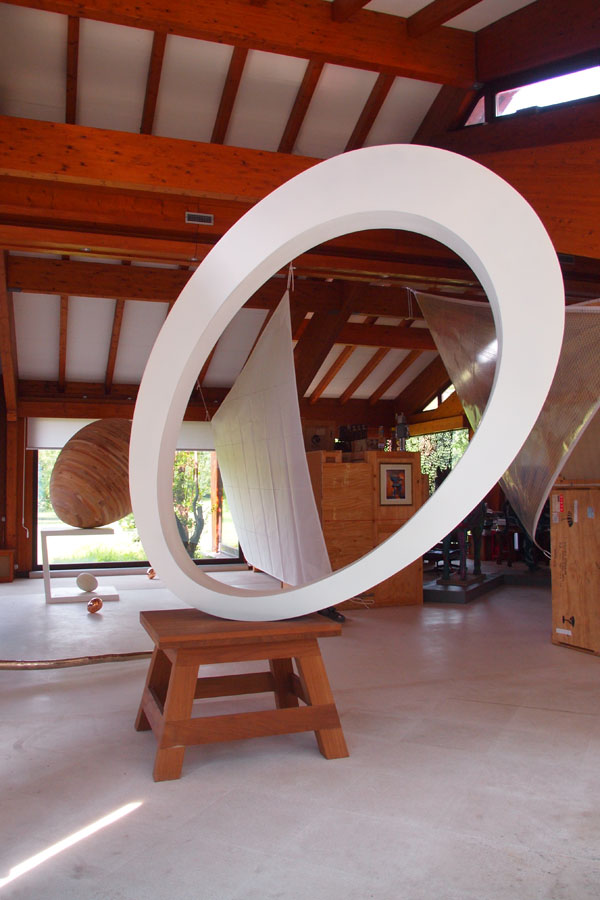 Prasto, Big white egg form sculpture©, 2011; Iron, car paint, lead, 300x200x30 cm