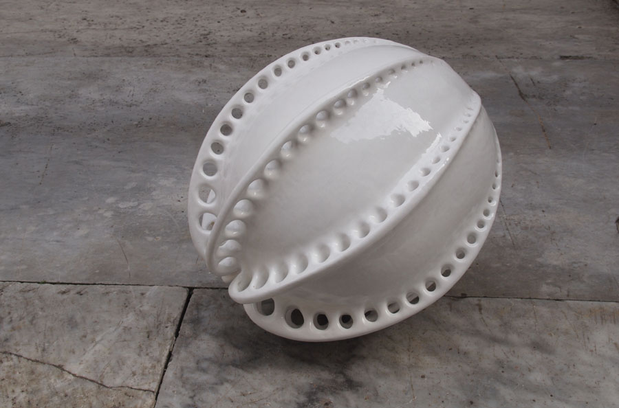 Prasto, Butterfly egg©, 2013; White glazed ceramic, 45x35 cm